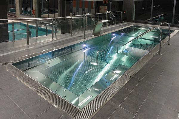 Bassins ludiques et aquagym ouest spas la rochelle for Goulotte piscine